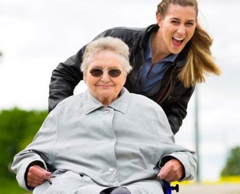 servizio badante monza aes domicilio servizio anziani
